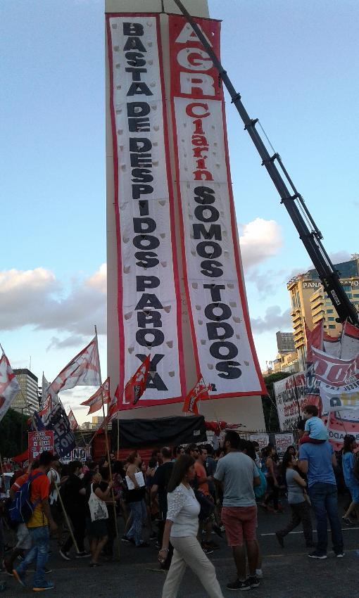 Pancartas en el Obel...