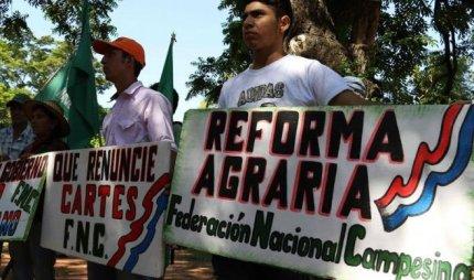 Paraguay: campesinos...