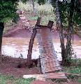 Misiones: El agua se llevó el puente colgante de la Aldea Ñaaro Pyau