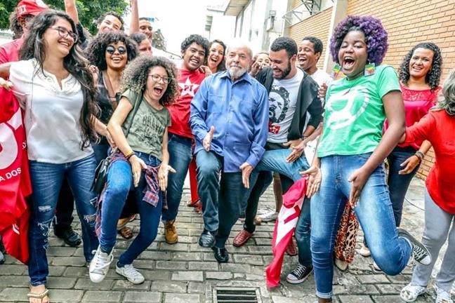 Lula reúne adhesione...
