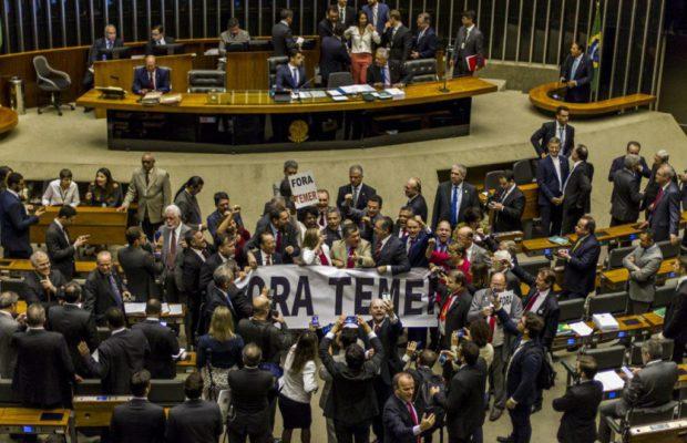 Brasileños exigen en...