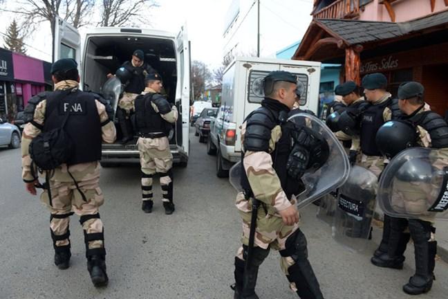 Cuatro gendarmes neg...