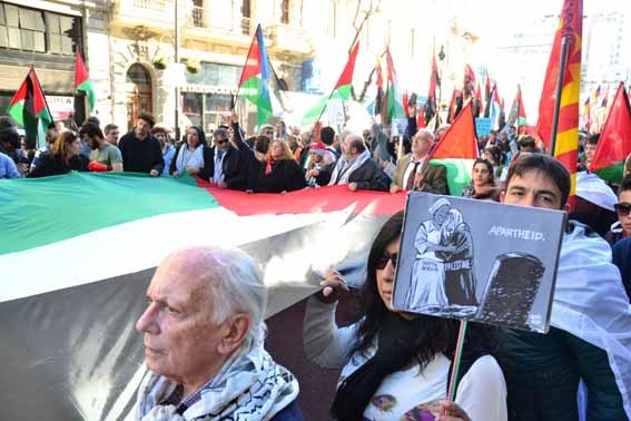 Miles de manifestant...