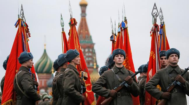 Rusos homenajean a L...