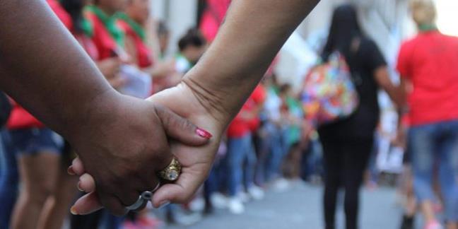Lesbo-odio: Tercer a...