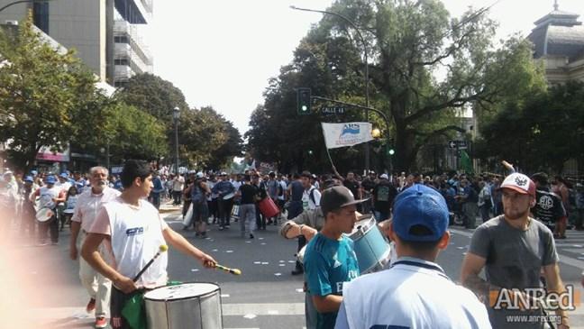 La Plata: Multitudin...