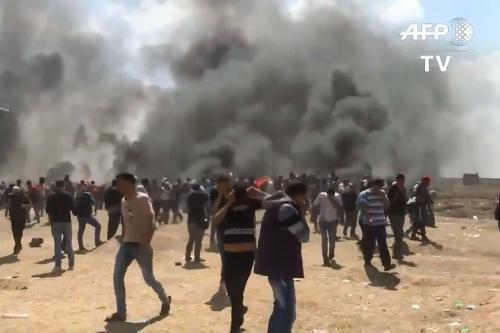 Israel masacra a dec...