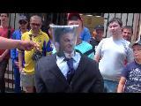 (VIDEO) KIEV ,EN LA EMBAJADA HÚNGARA SE REALIZÓ UNA ACCIÓN DE PROTESTA CONTRA LA INTERVENC